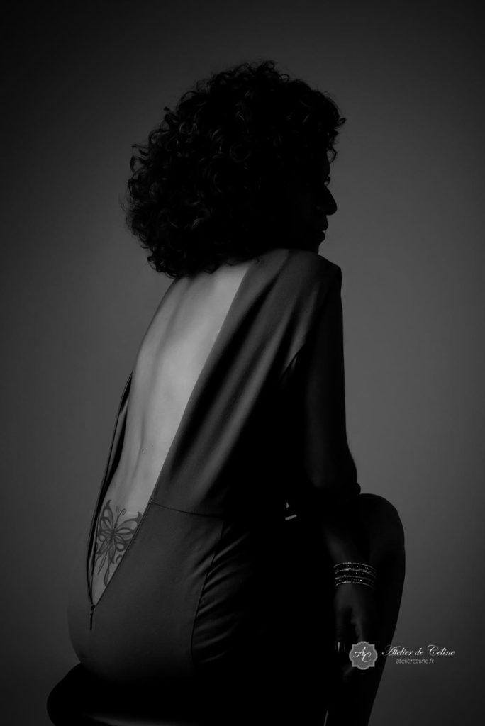Séance photo boudoir, glamour, chic, portrait de femme